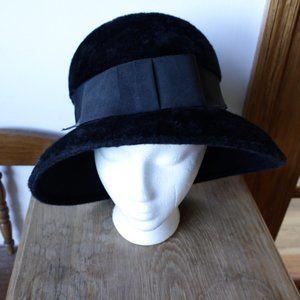 • the vtg faux fur hat